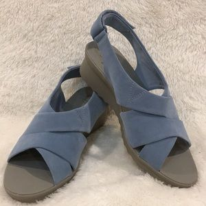 NWT Clarks Cloudsteppers Caddell Bright Sandal